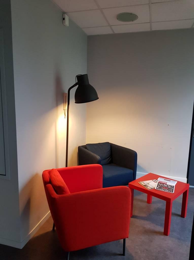 Décoration et agencement de bureaux à Saint Jacques de la Lande - entrée avant 2, par Nathalie Bossard, Décoratrice d'intérieur, Rennes, Ille et Vilaine