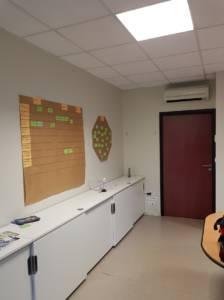 Décoration et agencement de bureaux à Saint Jacques de la Lande - openspace avant, par Nathalie Bossard, Décoratrice d'intérieur, Rennes, Ille et Vilaine