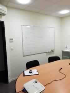 Décoration et agencement de bureaux à Saint Jacques de la Lande - salle de réunion avant 2, par Nathalie Bossard, Décoratrice d'intérieur, Rennes, Ille et Vilaine