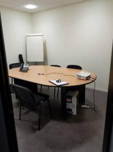 Décoration et agencement de bureaux à Saint Jacques de la Lande - salle de réunion avant, par Nathalie Bossard, Décoratrice d'intérieur, Rennes, Ille et Vilaine